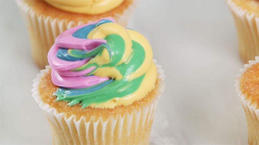 Food Hack- Make Rainbow Cupcakes_79838342-159532