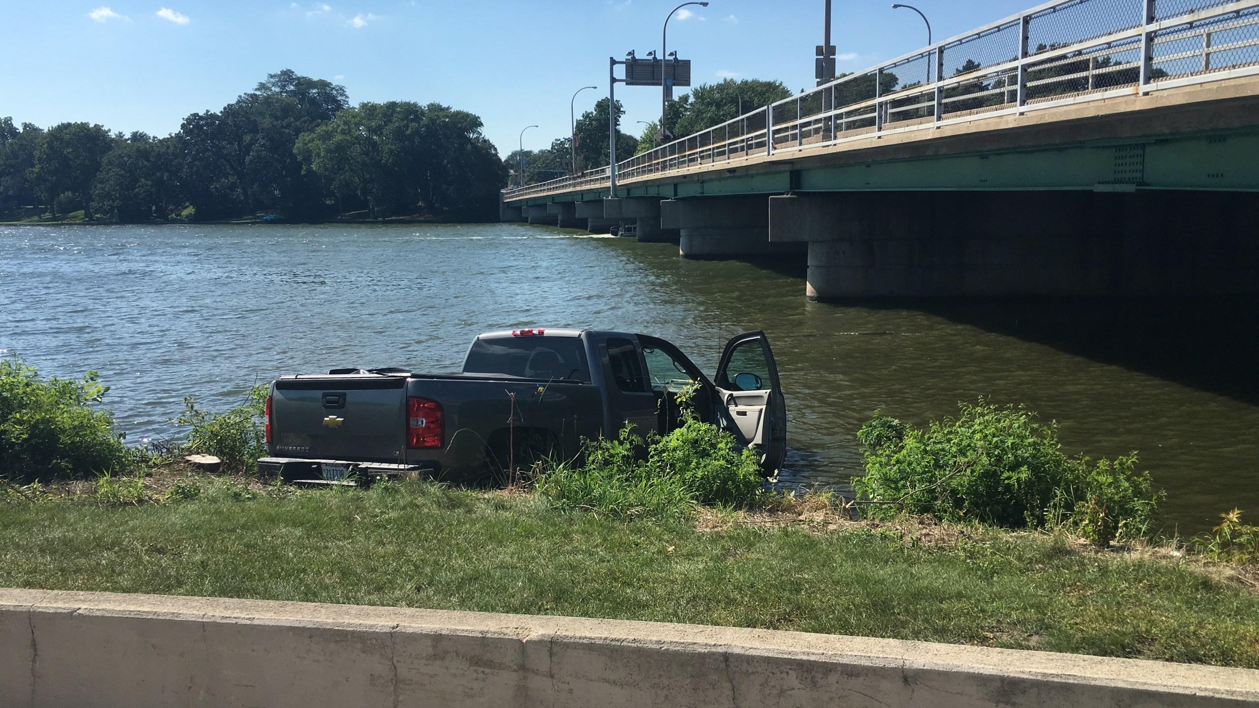 Pickup Truck in River_1473106137161.jpg