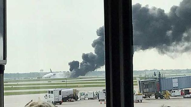 Chicago O'Hare Plane Fire 2_1477686117135.jpg