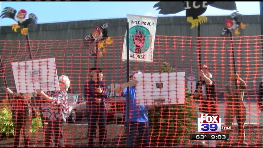 Rockford Residents Protest ICE Detention Center_40266393
