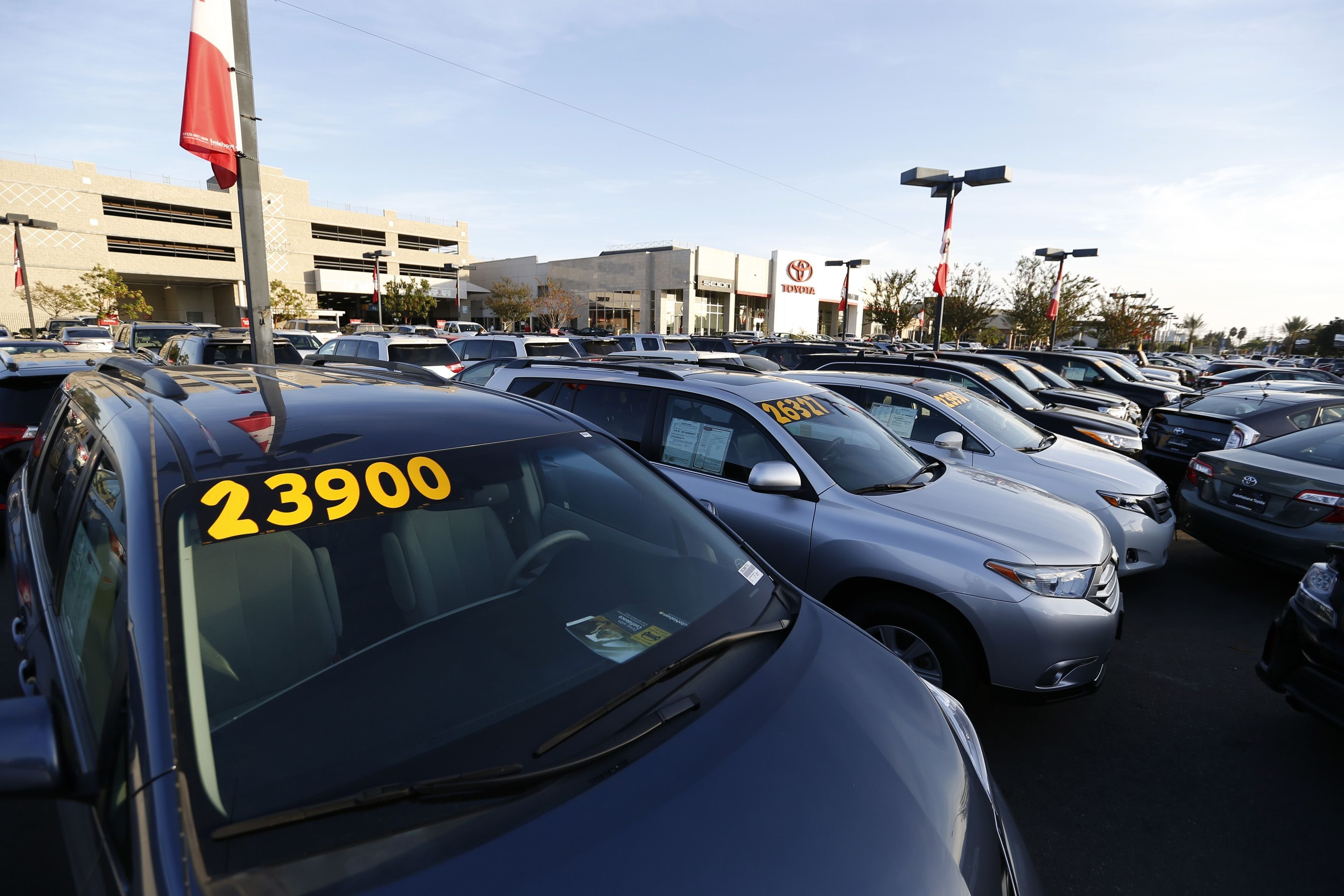 New Illinois Law Requires Car Dealerships To Remove Stickers Before