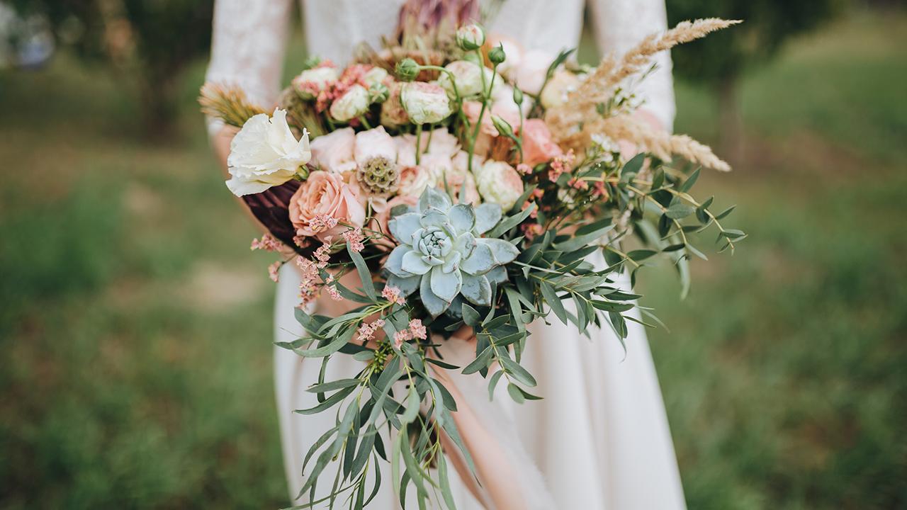 flowers-bouquets-wedding_1529096438980_378670_ver1_20180616054401-159532