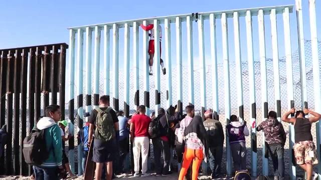 Migrants At Border_1544785526110.jpg