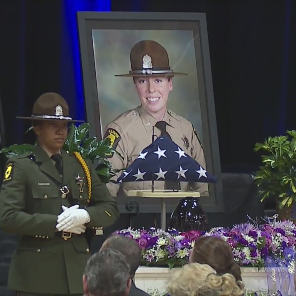 Hundreds gather to mourn passing of Illinois State Trooper Jones-Story