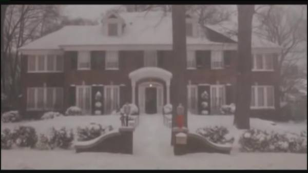 SHROOM - Neighbors of 'Home Alone' House Publicly Share Never Before Seen Home Video